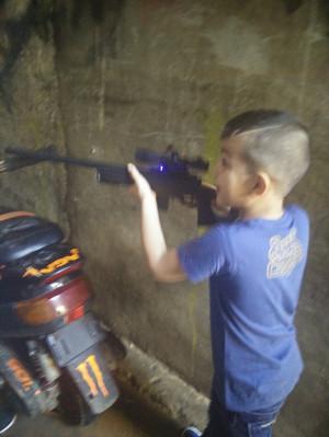 shatila-bambino-fucile