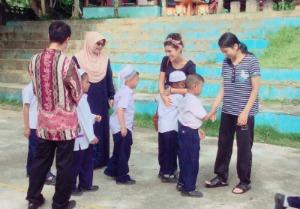 Insegnare l'inglese ai bambini e le bambine di Baan Kokpho, Thailandia