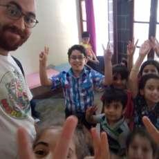 Lezioni d'inglese a Diyarbakir: testimonianza del progetto Yazidi's Voice