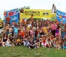 Un campo in Serbia per i bambini e le bambine orfani e meno fortunati