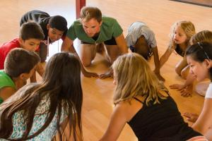 Danza e teatro con bambini e bambine: un campo in Svizzera