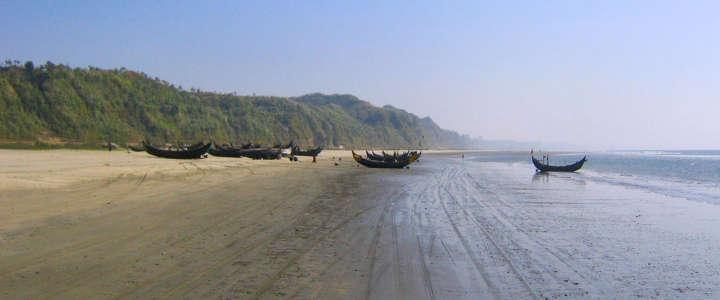Campagne di sensibilizzazione sulla spiaggia più grande del mondo, in Bangladesh