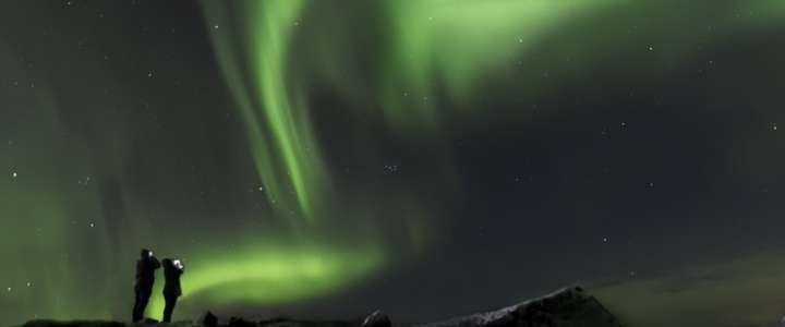 A caccia dell'Aurora Boreale con la fotografia: un campo in Islanda