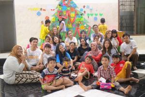 Un campo natalizio presso l'orfanotrofio di Bahtera Kasih
