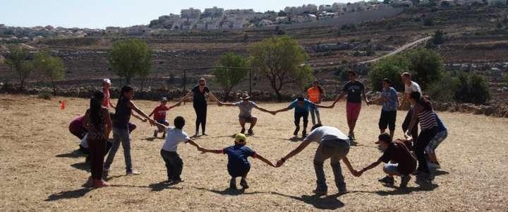 Ogni albero piantato è simbolo di speranza nel futuro: un campo in Palestina