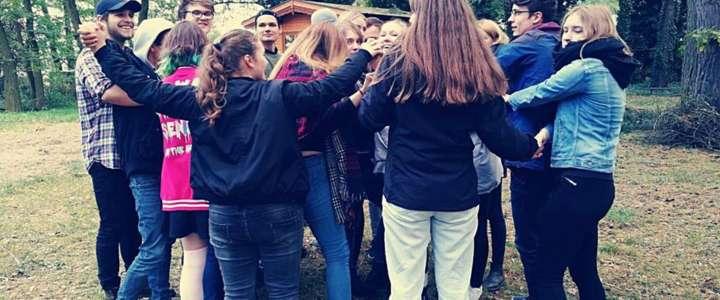 Rinnovare un centro di aggregazione giovanile: un campo in Germania