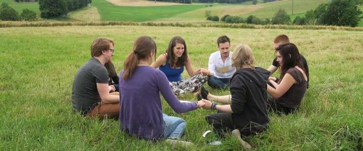 Promuovere la tutela ambientale in un parco regionale: un campo in Svizzera