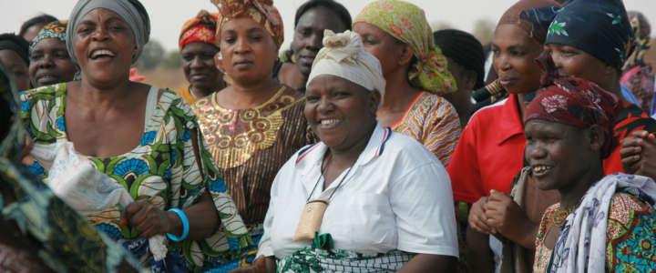 Riscoprire il femminismo in un atelier di cucito: testimonianza da Zanzibar