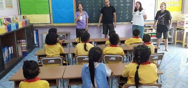 Un campo in Thailandia per insegnare l'inglese ai bambini