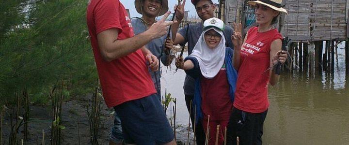 Proteggere l'ambiente per promuovere la pace: un campo in Indonesia