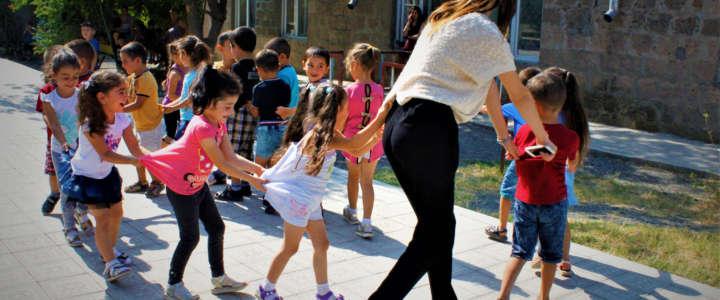 Un Art Camp con attività per bambini: direzione Kyrgyzstan