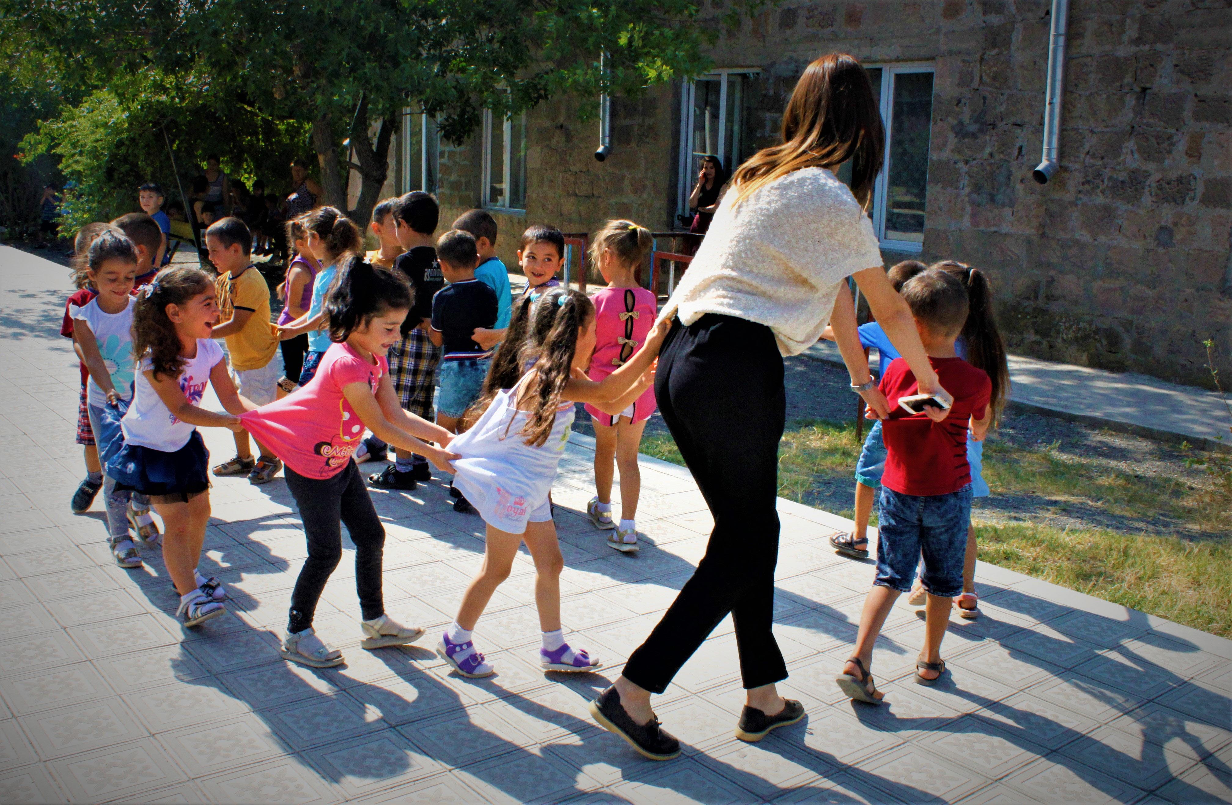 Un Art Camp con attività per bambini/e: direzione Kyrgyzstan