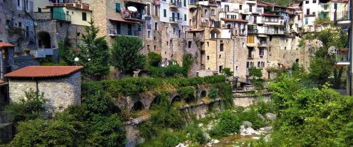 Un Campo all'Eco-villaggio di Torri Superiore: valorizzazione dell'architettura tradizionale