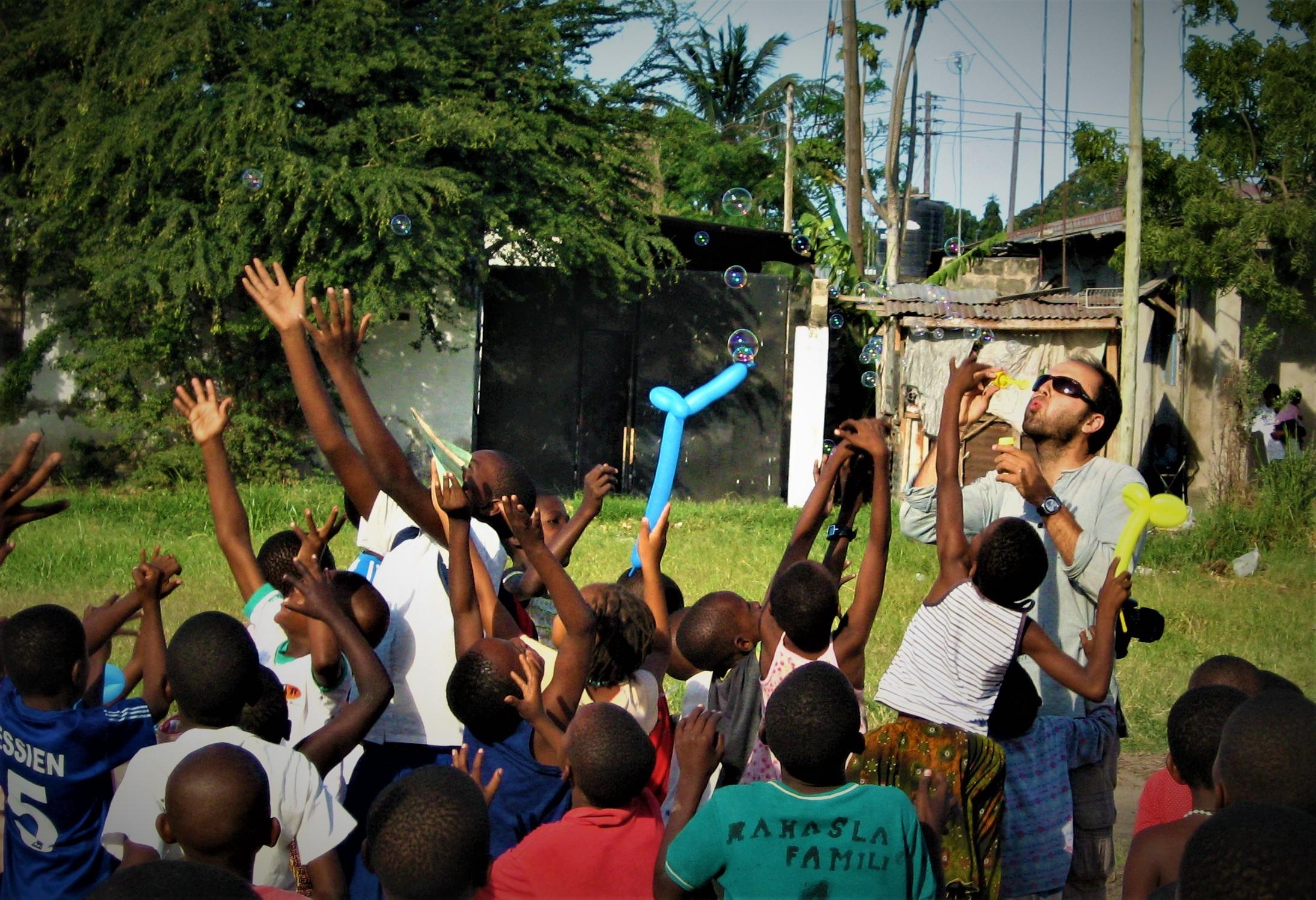 Direzione Tanzania: un campo in ambito sociale con attività per bambini