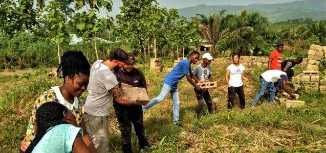 Direzione Togo: un campo per la ricostruzione di un centro di accoglienza