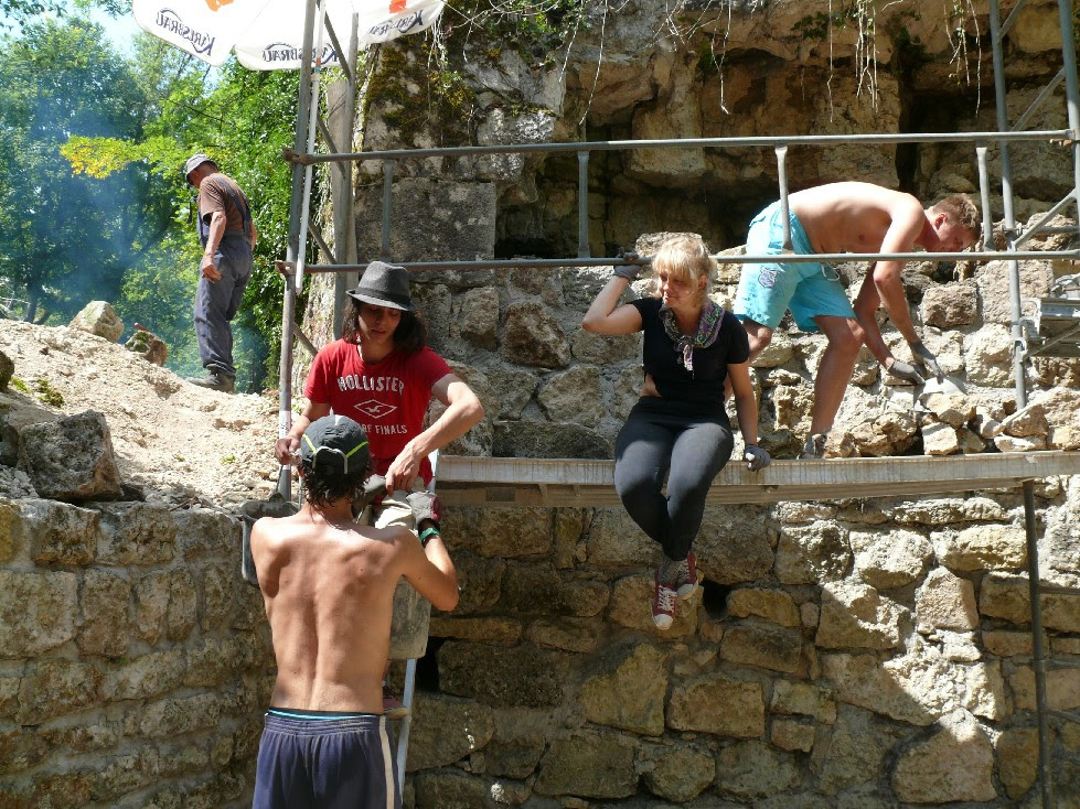 "Call aperta per il workcamp: ""Lets rebuild the old Fort de Jouy"" in Francia"