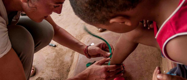 Un campo in Kenya con attività sportive e artistiche per bambini/e e ragazzi/e
