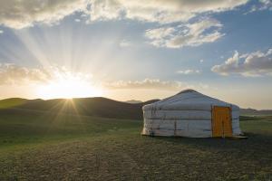 Proponiamo, insieme a SCI - Lombardia, dal 16 al 31 luglio, un campo di volontariato presso Casa Chiaravalle, per la costruzione di tende Yurta (mongole).
