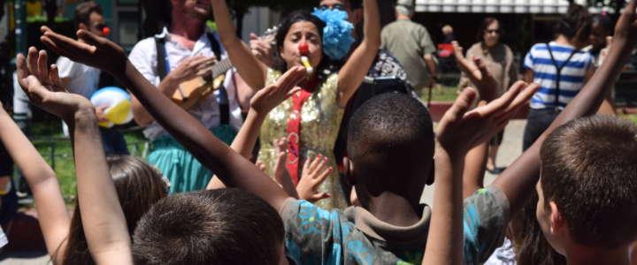 Un campo in Svizzera: una settimana di circo e teatro con i bambini del centro rifugiati