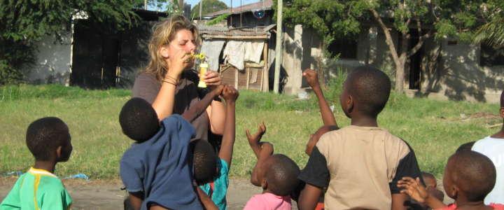 Attività con i/le bambini/e e tutela ambientale: un campo in Tanzania