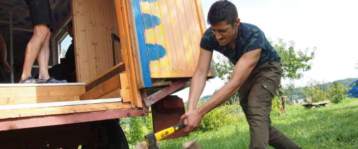 Costruire una casa per i rifugiati: workcamp in Portogallo